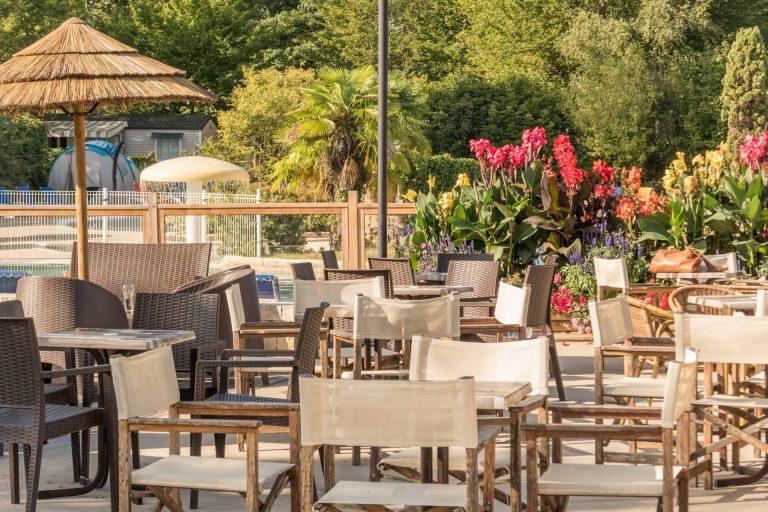 Camping Castel Parc De Fierbois : vue de la terrasse du Bar