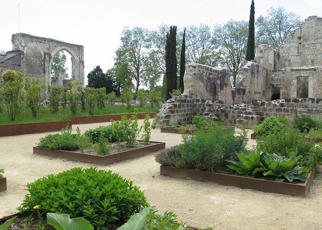 Parc De Fierbois : Prieuresaintcosme 22 V Treney Crtcentre Valdeloire 640x457