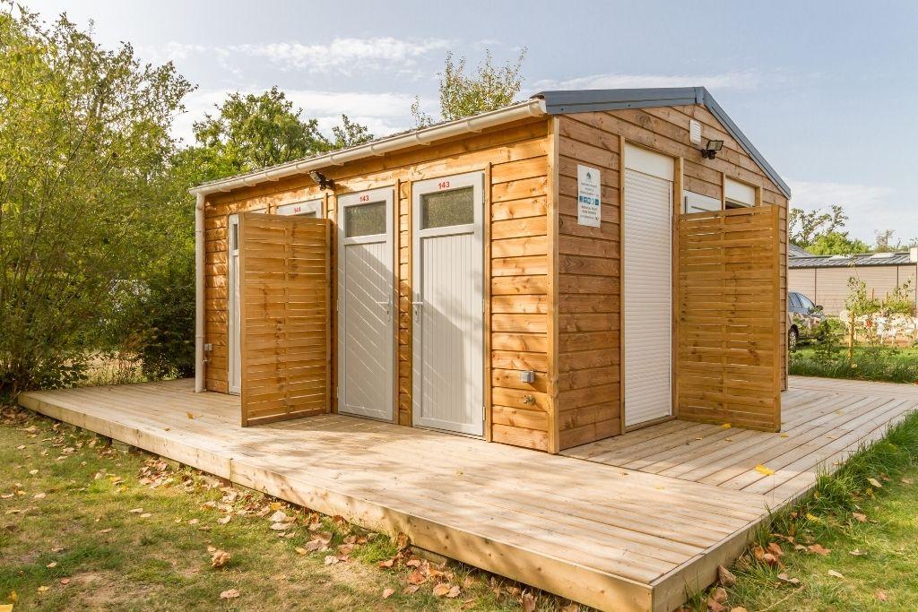 Bloc de sanitaires privatifs au parc de Fierbois un camping en Indre et Loire